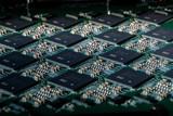 英特尔全新神经拟态系统:64颗Loihi芯片,集成1320亿个晶体管