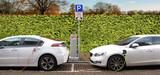 电池组价格在三年内下降了近50% 进一步推动全球电气化