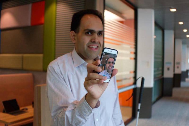 """用 AI 帮助视障者""""听""""世界,专访微软盲人工程师"""
