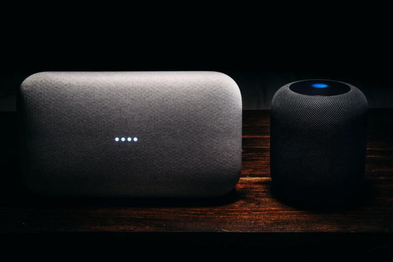 苹果和谷歌智能音箱曝出一大问题:自言自语吓死人