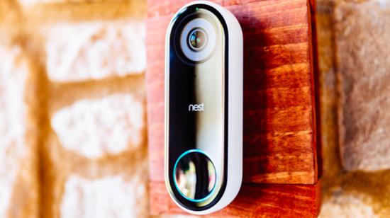 (雷锋网注:Nest Hello门铃可以识别熟悉的面孔,不熟悉的面孔出现在门口时会通知住户)