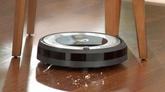 女子报警称家中出现入侵者 结果发现是扫地机器人