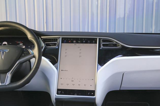 SUV,四款熱門SUV多媒體系統對比,星途TXL中控系統,特斯拉Model X中控系統