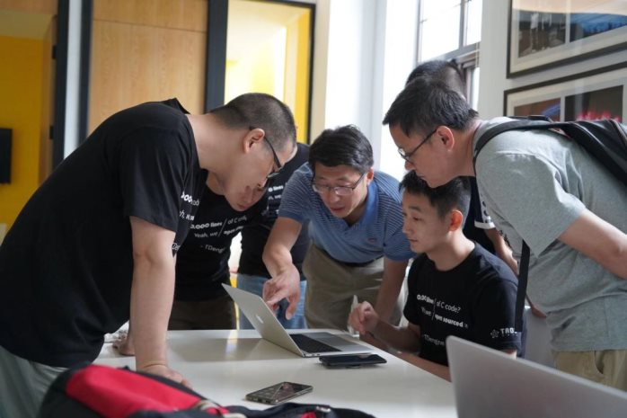 三次创业,三次跨界,凭十万行核心C代码登顶 GitHub