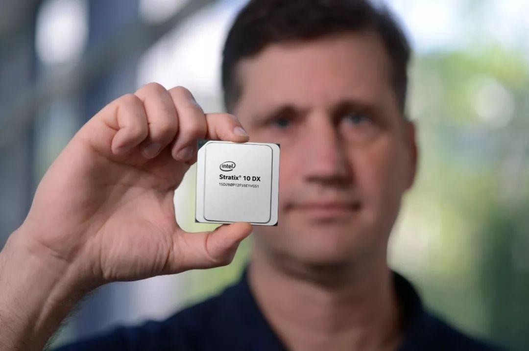 英特尔全新Stratix® 10 DX FPGA出货,三大技术提升服务器性能