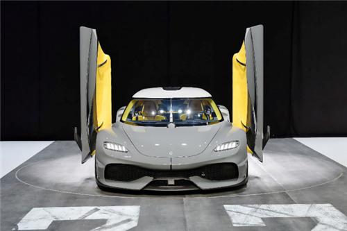 恒大汽车初代亮相 自研电池续航达一千公里