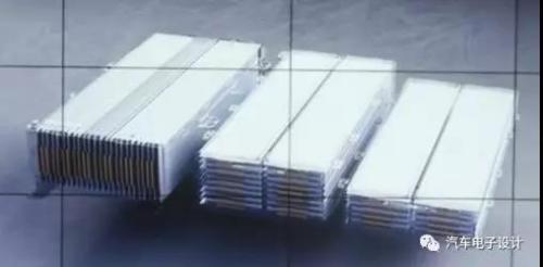 在软包模组设计上,通用玩出的两种堆叠方式