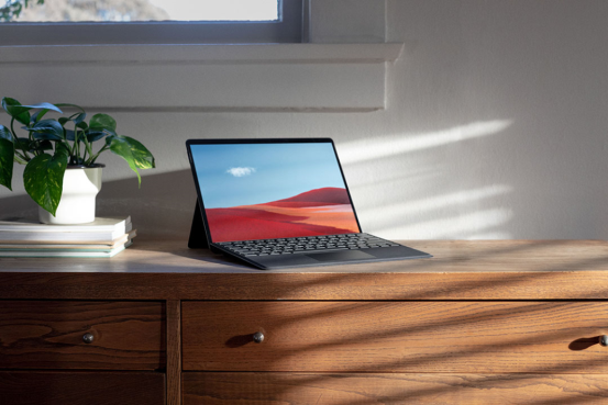 "Surface Pro X让您感受""自在畅联""新体验"
