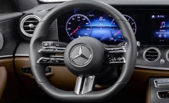 奔驰新方向盘覆盖电容式传感器:让系统监测变得更简单